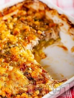 Ароматна риба с картофи, тиквички, течна сметана и скариди на фурна - снимка на рецептата